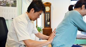 うらやま接骨院診療の流れ3 米沢市むち打ち・腰痛・手足のしびれ・関節の痛み・骨盤矯正・痛くない背骨の矯正オステオパシー・肩こり・頭痛
