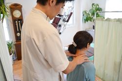 うらやま接骨院首の寝違え(オステオパシー治療)|米沢市むち打ち・腰痛・手足のしびれ・関節の痛み・骨盤矯正・痛くない背骨の矯正オステオパシー・肩こり・頭痛