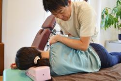 うらやま接骨院四十肩五十肩(オステオパシー治療)|米沢市むち打ち・腰痛・手足のしびれ・関節の痛み・骨盤矯正・痛くない背骨の矯正オステオパシー・肩こり・頭痛