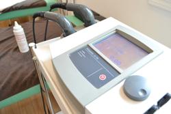 うらやま接骨院の超音波治療器|米沢市むち打ち・腰痛・手足のしびれ・関節の痛み・骨盤矯正・痛くない背骨の矯正オステオパシー・肩こり・頭痛